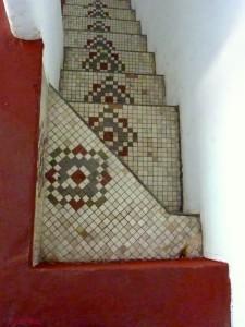 casa-planels escalerqa mozaicos