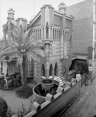 Esta imagen tiene un atributo ALT vacío; su nombre de archivo es Archivo-fotográfico-del-Centro-Excursionista-de-cataluña-Imagen-del-edificio-original.jpg