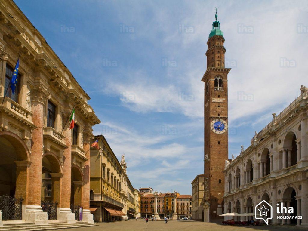 La imagen tiene un atributo ALT vacío; su nombre de archivo es Vicenza-La-basilica-palladiana-con-la-torre-bissara-1024x768.jpeg