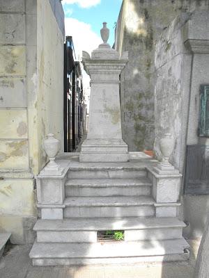 La imagen tiene un atributo ALT vacío; su nombre de archivo es 2-boveda-Manuel-Belgrano.jpg