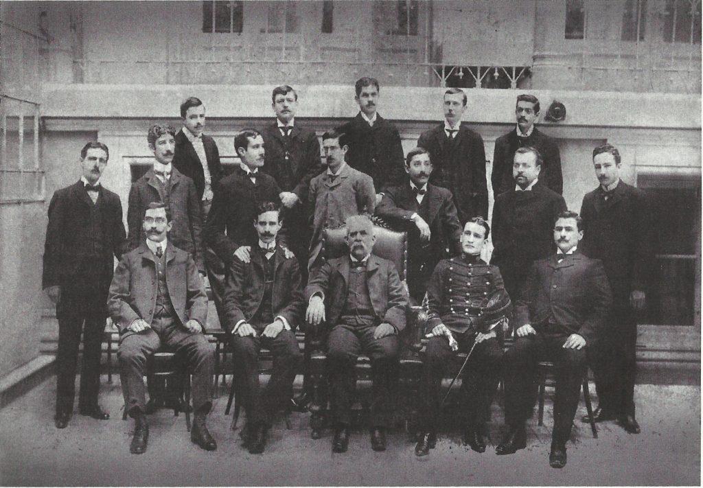 La imagen tiene un atributo ALT vacío; su nombre de archivo es estudiantes-de-la-Escuela-de-Arquitectura-1024x711.jpg