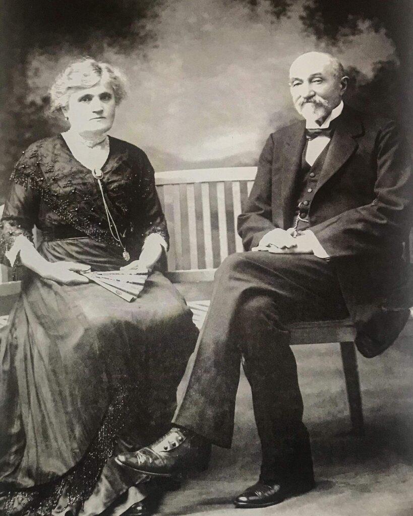 La imagen tiene un atributo ALT vacío; su nombre de archivo es 2-retrato-de-Curutchet-y-su-esposa-Ana-Artcanthurry-819x1024.jpg
