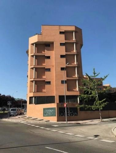 La imagen tiene un atributo ALT vacío; su nombre de archivo es 103-esquina-Madrid.jpg